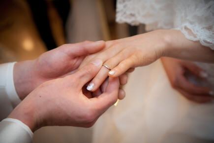 【意外と知られていない】結婚指輪を左手薬指にする意味・・・