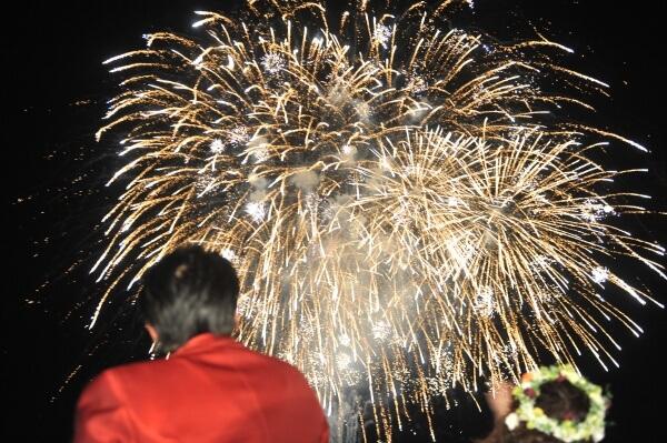 新潟県燕三条市の結婚式場 花火 ガーデン 夜空