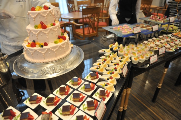 【意外な楽しみ方!?】コース料理の〆☆人気のデザートビュッフェ♪