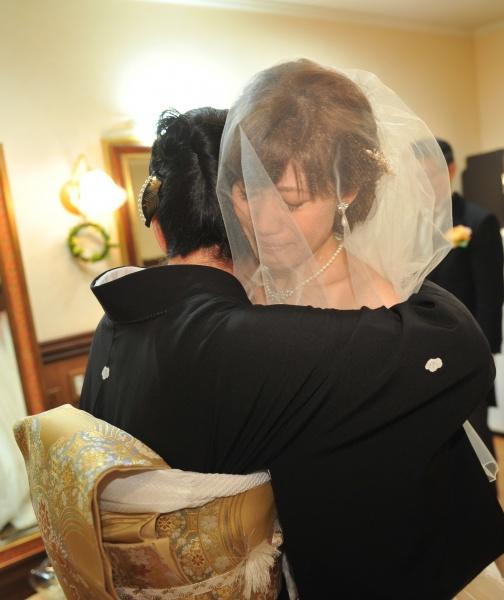 新潟県燕三条市 結婚式場 バールダウン ハグ 母と娘 控室