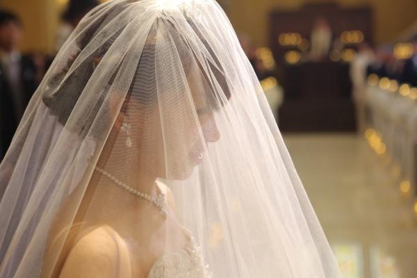 【後姿も美しい!】ウェディングドレスのススメ