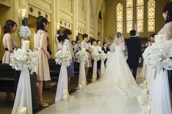 【静かな空気が魅力的な美しい大聖堂】ここでの誓いがパーティーをもっと楽しくしてくれる♪