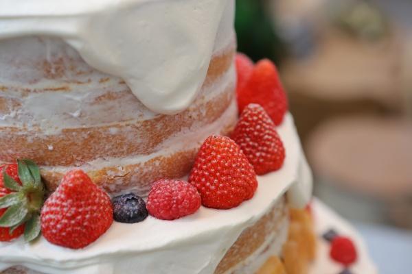 【オリジナル感満載!ウェディングケーキ】新郎新婦の想いを詰め込んだ結婚式にかかせないアイテム❤