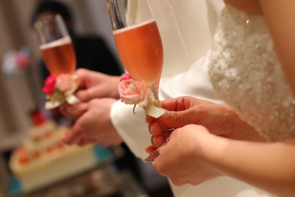 【結婚式の乾杯はシャンパンで決まり☆】パーティースタートの乾杯酒のオススメ!