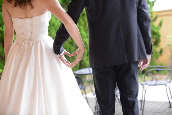 【結婚式は挙げたいけど、どの位費用がかかるか心配!】なおふたりはこれを見れば安心♪