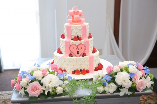 【卒花嫁さまのウエディングケーキをご紹介!】あなたは王道派?それとも個性派?