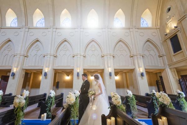【プレ花嫁さまが結婚式場を決めるポイントとは?】新郎新婦の愛を誓い合うチャペル会場を重視!の声が実は多いんです◆