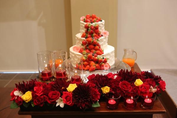 【ウエディングケーキには欠かせない真っ赤ないちごが人気な理由】花言葉を知れば納得です!