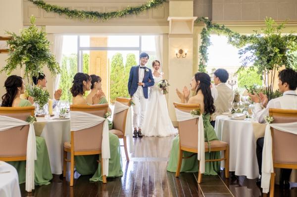 ドレスを着て歩くだけでも大変!ほんの少し意識で美花嫁に大変身♪【階段を綺麗に降りる5つのコツ伝授】