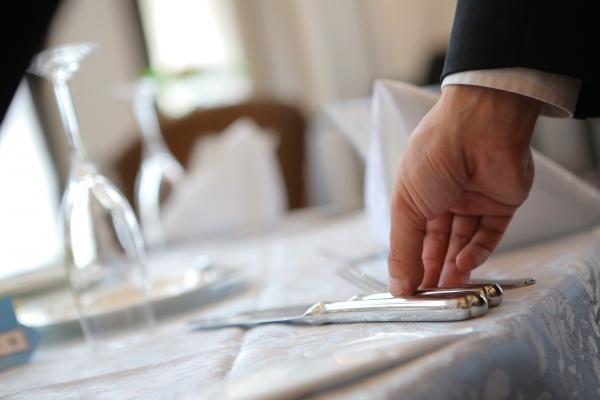 新潟県三条市 新潟市 長岡市 結婚式場 サービスマン 料理 おもてなし 味わう