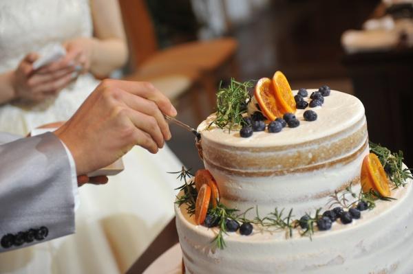新潟県三条市 長岡市 新潟市 結婚式場 ウェディングケーキ ファーストバイト 演出 知識 幸せの足跡 ケーキカット