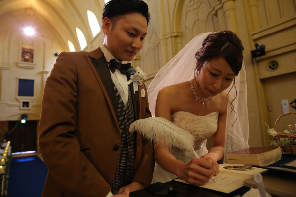 【結婚証明書にサインする姿まで美しく♪】ゲストに綺麗に見てもらおう!美花嫁でいるための注意ポイント★