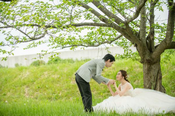 新潟県三条市 長岡市 新潟市 結婚式場 前撮影 ウェディングフォト 河川敷 加茂川 タキシード ドレス 出張
