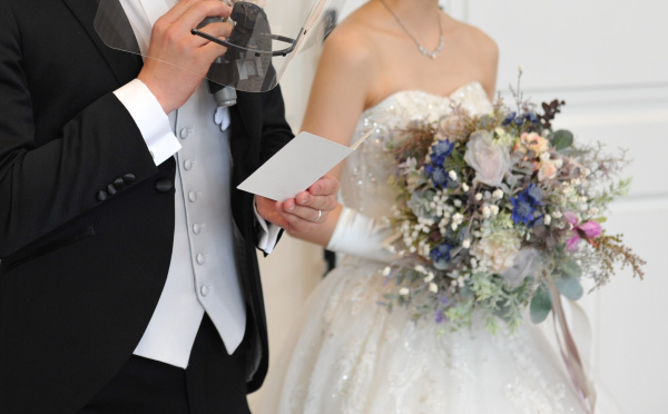 結婚式の締めくくり!【新郎謝辞をカッコよくきめましょう】ほんの少しの意識でビシッときまります!